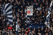 Los fanáticos se vistieron con la fiesta de los partidos de vuelta en los Dieciseisavos de final de la Europa League, los primeros de la jornada. Acá, en Eintracht Frankfurt v Shakhtar Donetsk en Alemania.