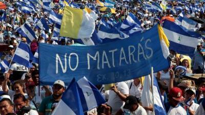 Miles de personas descontentas con Ortega salen a las calles de Nicaragua convocados por Iglesia