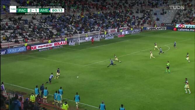 ¡Expulsión! El árbitro saca la roja directa a Pedro Aquino.