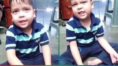 (Video) Niño le canta a su mamá divertida canción para no bañarse