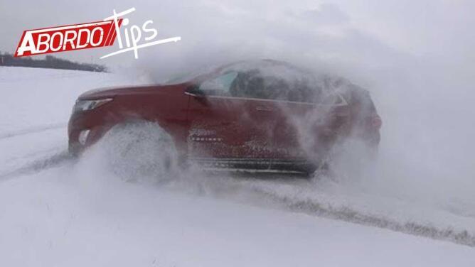 Cómo salir de un atasco en la nieve sin arruinar tu carro