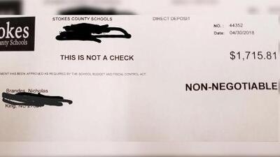 """""""Gano $6.69 la hora por educar a su hijo"""": un maestro publicó en Facebook una copia de su cheque para reclamar por el bajo salario"""