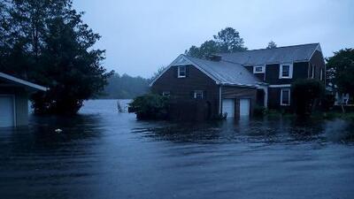 Calles convertidas en ríos: el agua de Florence inunda la ciudad de New Bern en Carolina del Norte