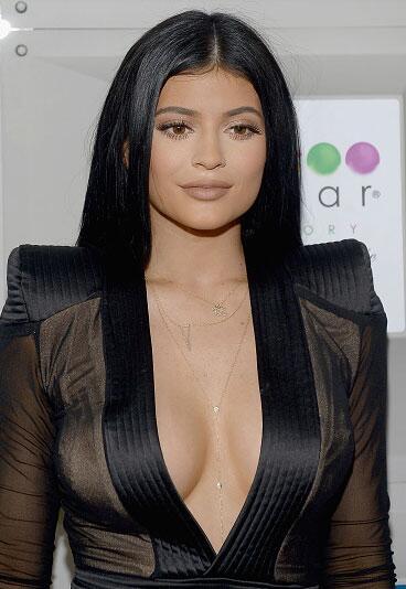 """Ahora, 12 años después, la icónica revista incluirá a otra más del clan Kardashian Jenner. Se trata de Kylie Jenner, quien así lo adelantó en su cuenta de <b> <a href=""""https://www.instagram.com/p/B2O7f2wnzwe/"""" target=""""_blank"""">Instagram</a>. </b>"""