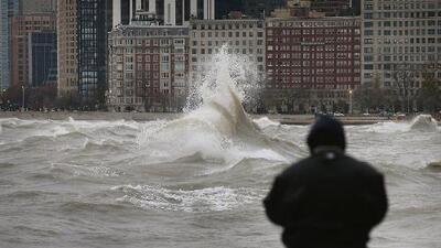 Meteorólogos dicen que podrían haber olas de hasta 7 pies de altura en el Lago Michigan, recomiendan no entrar a nadar