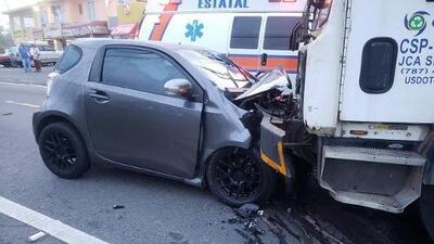 Hombre muere tras impactar camión de basura en Moca