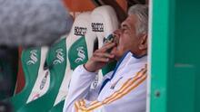 ¡Le salió caro el cigarro! El Tuca es suspendido por fumar