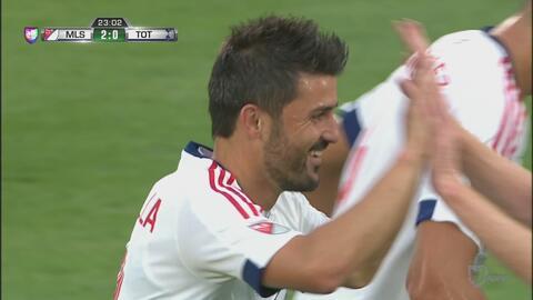 David Villa culmina una extraordinaria jugada y marca el segundo