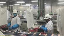 Dos plantas procesadoras de alimentos en EEUU endurecen medidas para frenar propagación de covid-19