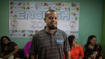 Copiando a Trump, estos deportados quieren hacer a El Salvador 'great again'