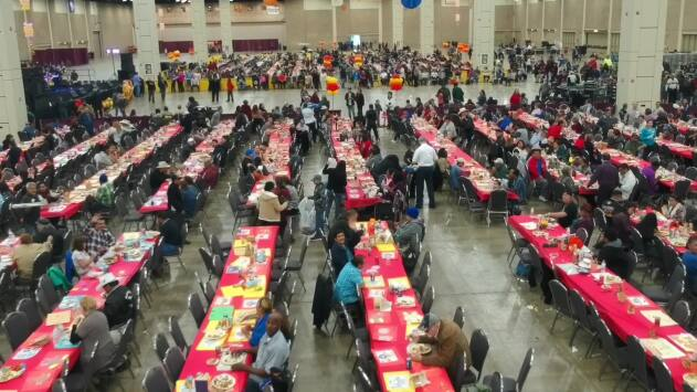 Yaya volunteers at the Raul Jimenez Thanksgiving Dinner