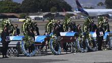 En medio de mucho dolor reciben restos de guatemaltecos masacrados en México