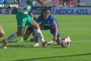 ¿Huiqui, eres tú? Defensa De Cruz Azul evita gol con la mano