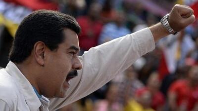 Maduro sube el salario mínimo en plena crisis política, mientras la oposición  marcha