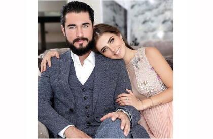 En resumen, Michelle Renaud y Josué Alvarado estuvieron casados por dos años y fueron novios durante cinco. Terminaron porque la actriz dijo que era lo mejor.