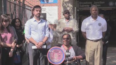 Activistas y legisladores locales exigen a la MTA mejoras para la estación Broadway Junction