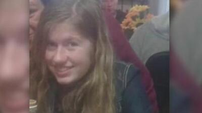 Una niña de 13 años escapó del hombre acusado de matar a sus padres, secuestrarla y mantenerla cautiva durante 3 meses