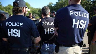 Incertidumbre entre familias afectadas por la redada de ICE en una fábrica en el norte de Texas