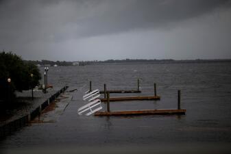 En fotos: Florence genera fuertes inundaciones que afectan a poblaciones costeras de Carolina del Norte