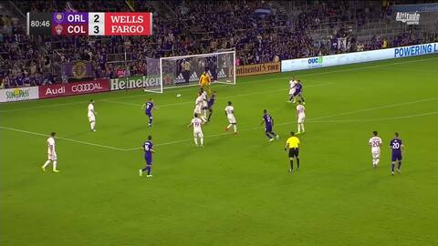 Chris Mueller se escurre y frente a Tim Howard define el empate de Orlando City