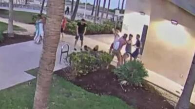 'Miami en un Minuto': Buscan a unos sujetos acusados de golpear a una pareja de hombres