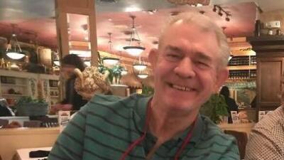Su esposa murió en un hotel durante un paseo y él continuó el viaje con el cuerpo de copiloto