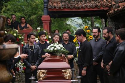 En la serie no solo se pudo ver la violenta muerte de 'El Pollo', también el funeral, en el cual se reunió toda la familia de Guzmán Loera.