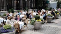 Restaurantes de la ciudad de Nueva York podrán tener hasta un 75% de clientes en sus espacios interiores