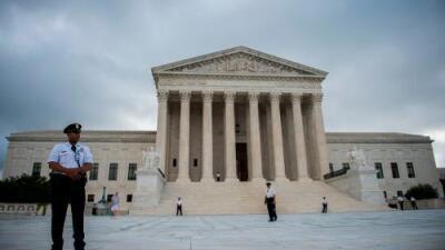 La Corte Suprema confirma la autoridad del gobierno para detener y deportar a inmigrantes legales por delitos pasados
