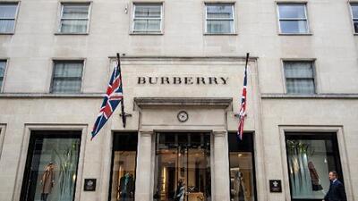 Burberry no se excusa por quemar $38 millones en mercancía no vendida, pero dice que fue de manera 'ecofriendly'