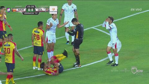 ¡Increíble! Chivas marca gol, pero se lo anulan por una falta a su favor