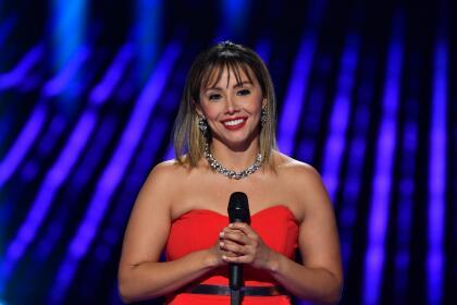 La mexicana de 33 años interpretó el tema 'No querías lastimarme', de Gloria Trevi.