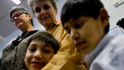 Las agencias de adopción no pueden discriminar a las parejas del mismo sexo, dicta un juez federal