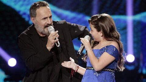 Sofía se pone en el papel de Ximena Sariñana en este tema de Miguel Bosé