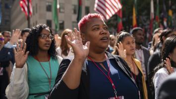 A raíz del covid-19, miles de residentes permanentes no han podido culminar su camino hacia la ciudadanía en EEUU