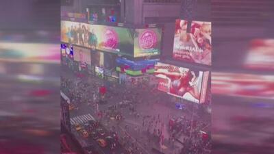 Ruido de motocicleta causa pánico en Times Square, Cabán acepta la derrota en elecciones para Fiscal del Distrito de Queens, y más