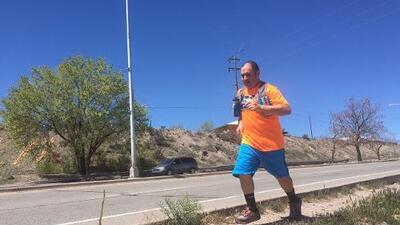 A este hispano le tiraron una botella de orina y lo insultaron mientras hacía ejercicio, pero no dejará de correr