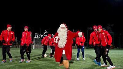 Santa Claus no sabe jugar el fútbol