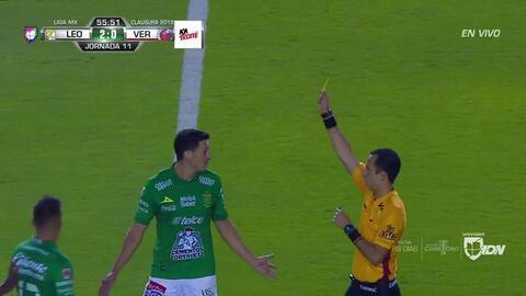 Tarjeta amarilla. El árbitro amonesta a Ramiro González Hernández de León