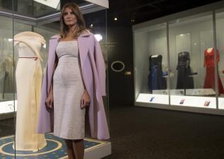 El vestido del baile inaugural de Melania Trump ahora se exhibe junto al de Michelle Obama y Hillary Clinton (fotos)