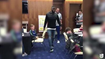 ¡Sorpresa Blue! Antonio Rüdiger apareció en plena clase y alegró a estos pequeños
