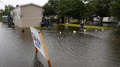 Miles de personas sin luz eléctrica y en alerta de inundaciones tras el paso de Barry