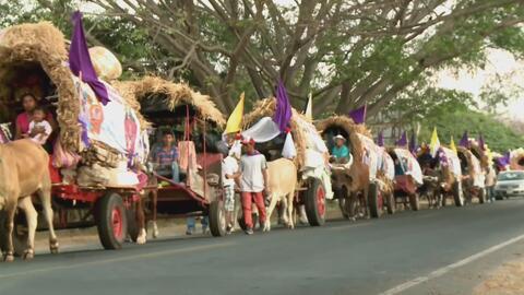 Decenas de feligreses recorren en carretas el camino a un santuario sagrado en Nicaragua