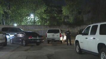 Muere un menor de 14 años tras ser baleado y atropellado en un complejo de apartamentos de Houston