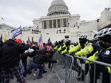 Los mensajes de violencia de extremistas prevalecen tras el asalto al Capitolio y a días de la toma de posesión de Biden
