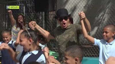En exclusiva, acompañamos a Elvis Crespo durante su visita a una escuela de Puerto Rico