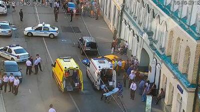 Taxista involucrado en accidente en Moscú asegura que confundió los pedales