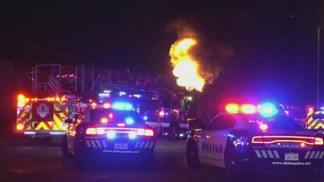 """""""Es como si Dios hubiera puesto un ángel"""": transeúnte alertó a residentes de incendio en un complejo de Dallas"""