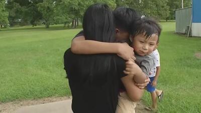 Niños haciéndose cargo de sus hermanos más pequeños: el drama de la separación familiar tras las redadas en Mississippi