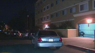 Investigan balacera en Sherman Oaks que deja a una persona muerta y a otra herida